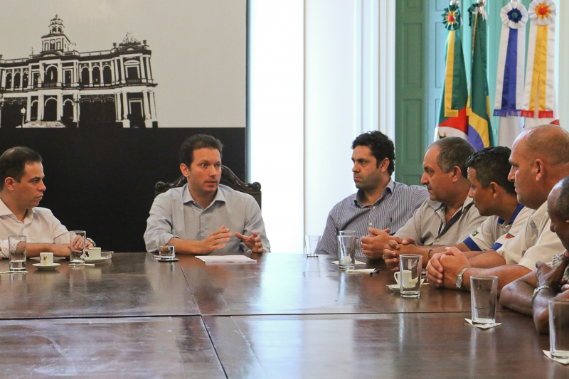 Prefeito Nelson Marchezan Júnior recebe representantes do Sindicato dos Trabalhadores de Transporte Rodoviário de Porto Alegre Foto: Luciano Lanes / PMPA
