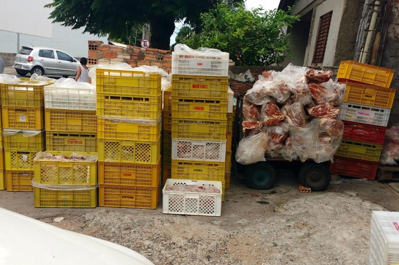 Três toneladas de alimentos apreendidas em supermercado na zona Norte