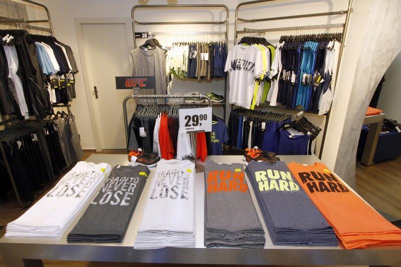 Entrevista com Marcelo Texeira Lima gerente da Loja Riachuelo sobre varejo têxtil.  E fotos do ambiente da loja, e algumas promoções