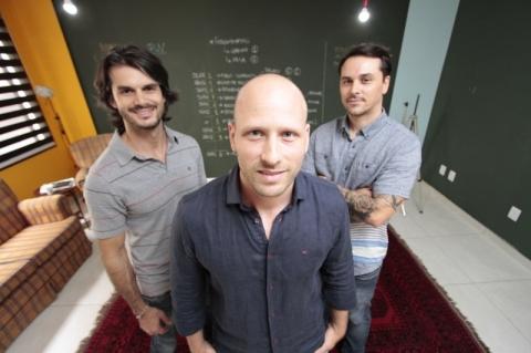 Lucas, Marcel e Bruno criaram espaço na Capital para troca de ideias
