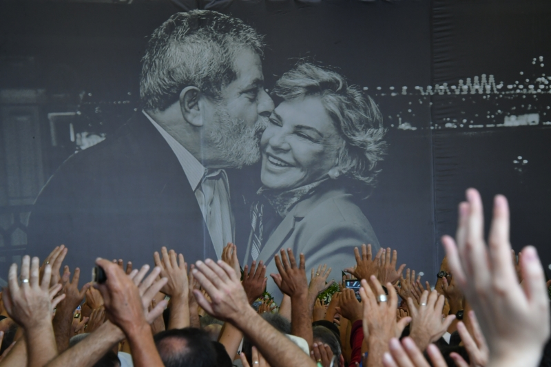 A photo of former Brazilian president Luiz Inacio Lula da Silva and his late wife Marisa Leticia on display during her funeral at the Metalworkers Union in Sao Bernardo do Campo, some 25 km from Sao Paulo, on February 4, 2017.