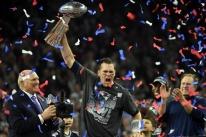 Tom Brady lidera virada histórica e New England Patriots conquista o Super Bowl