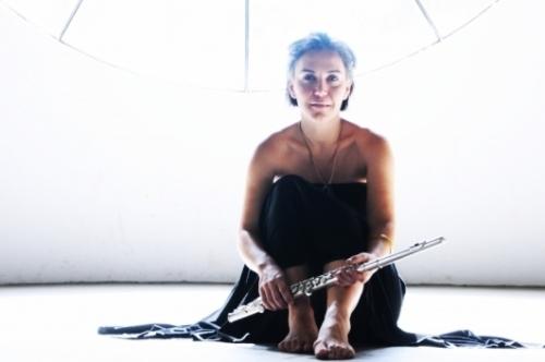 Cantora Adriana Deffenti participa do Quarta Cultural na tarde de hoje