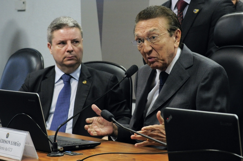 'Farei uma gestão democrática', disse Edison Lobão (d) ao assumir