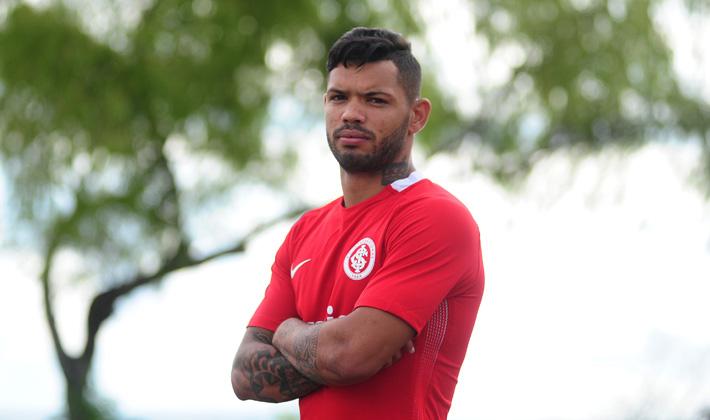 Apresentado oficialmente nesta quinta-feira, o ex-jogador do Atlético Mineiro disse que o Inter é