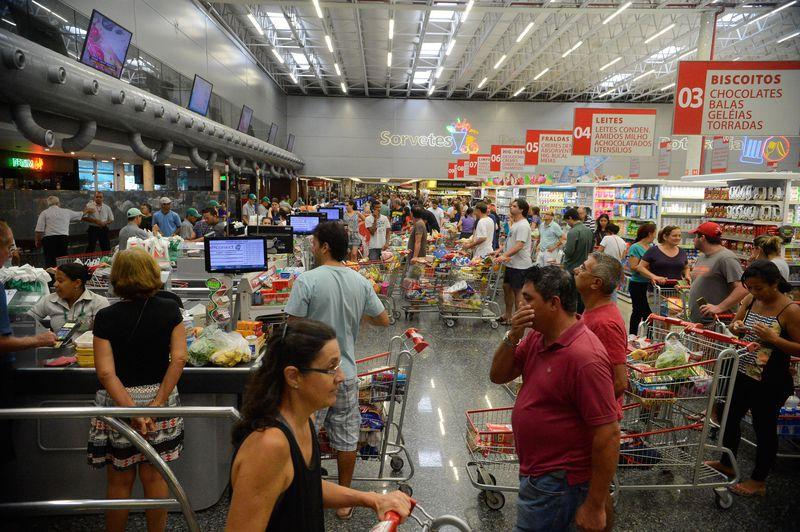 Entidade acredita em uma retomada gradual no consumo das famílias