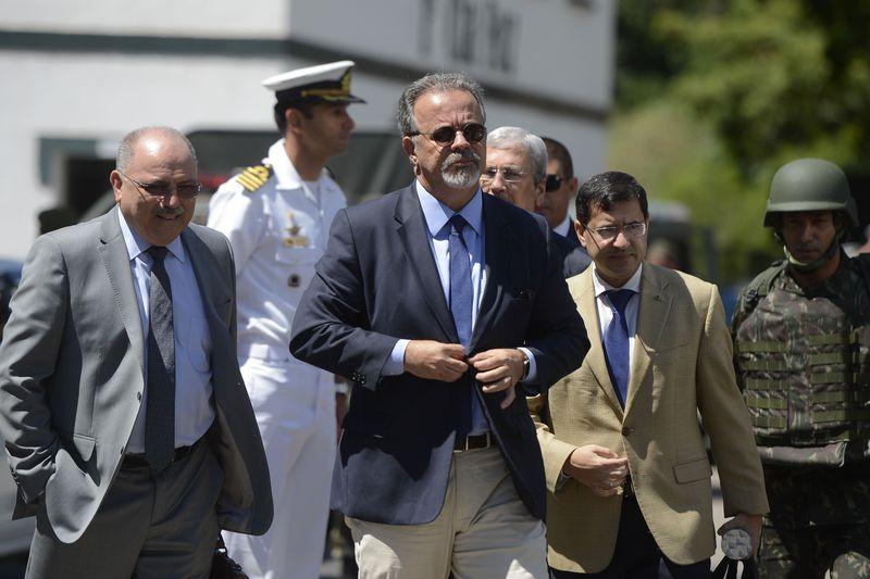 Vitória (ES) -  Ministro da Defesa, Raul Jungmann, chega ao Espírito Santo e se reune com o governador em exercício do estado, César Colnago no 38o Batalhão de Infantaria em Vila Velha. ( Tânia Rêgo/Agência Brasil).