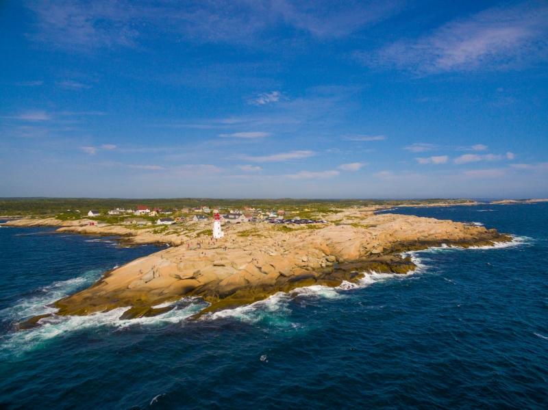 Paisagens da Nova Escócia, como em Peggy's Cove, atraem estrangeiros