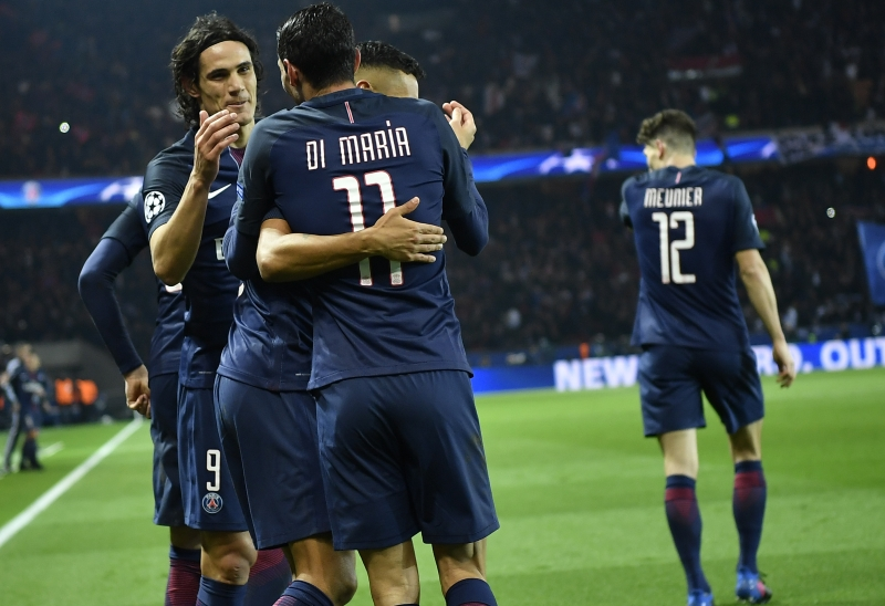 Paris Saint-Germain's Argentinian forward Angel Di Maria (3rdL) is congratulated by Paris Saint-Germain's Uruguayan forward Edinson Cavani (L) after he scored a goal during the UEFA Champions League round of 16 first leg football match between Paris Saint-Germain and FC Barcelona on February 14, 2017 at the Parc des Princes stadium in Paris. / AFP PHOTO / Lionel BONAVENTURE