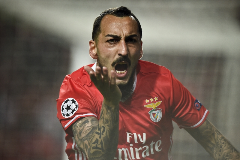 Benfica's Greek forward Konstantinos Mitroglou celebrates after scoring during the UEFA Champions League round of 16 first leg football match SL Benfica vs Borussia Dortmund at the Luz stadium in Lisbon on February 14, 2017. / AFP PHOTO / PATRICIA DE MELO MOREIRA
