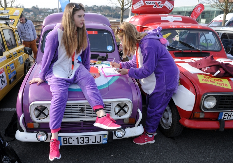 pg3 carros enfeitados na França para o troféu Renault