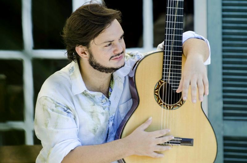 Yamandu Costa estreia novas composições e reapresenta clássicos