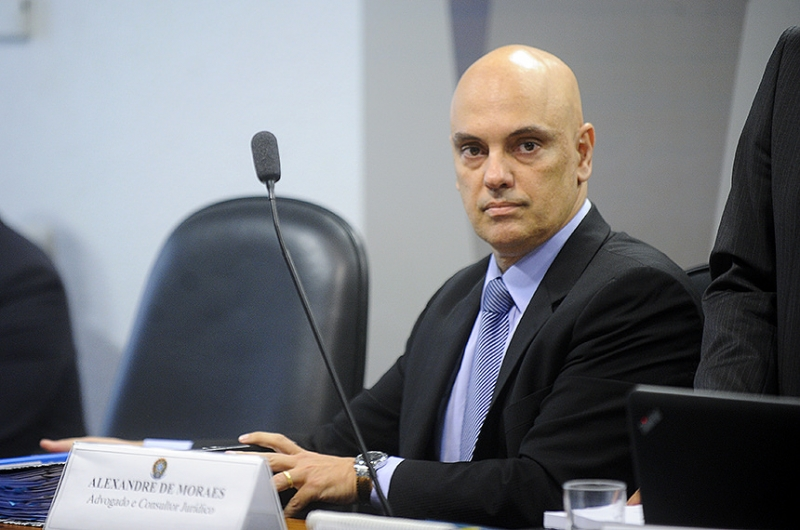 À mesa, indicado para o cargo de ministro do Supremo Tribunal Federal (STF, Alexandre de Moraes.    Foto: Marcos Oliveira/Agência Senado