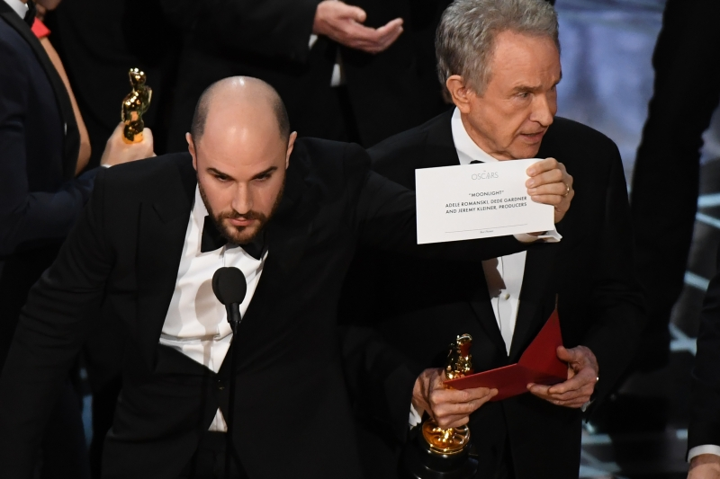 """La La Land"" producer Jordan Horowitz (L) shows the card reading Best Film 'Moonlight"" next to US actor Warren Beatty after the latter mistakingly read ""La La Land"" initially at the 89th Oscars on February 26, 2017 in Hollywood, California."