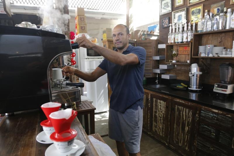 Márcio é dono do Café do Bem, que fica no mesmo lugar da loja Móveis do Bem, na Zona Sul de Porto Alegre
