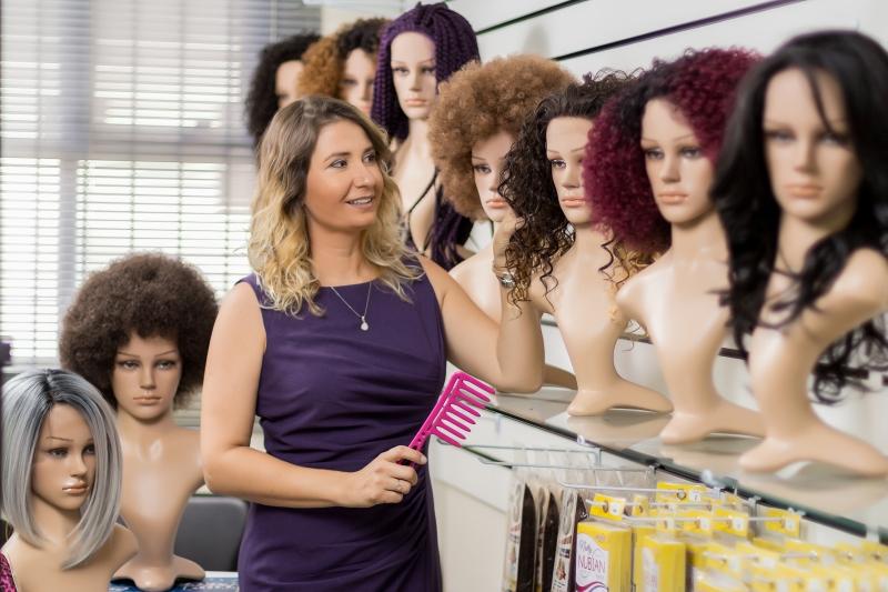 A loja de Leticia registra faturamento mensal entre R$ 100 mil e R$ 120 mil