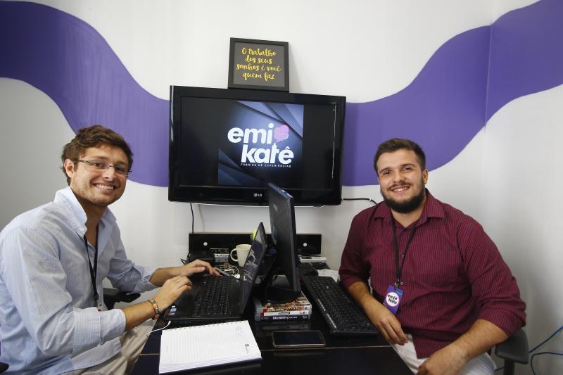 Rodrigo (esq.) e Heitor hoje são donos da Emikatê, mas o estímulo para criar um negócio próprio surgiu na adolescência, no projeto Miniempresa