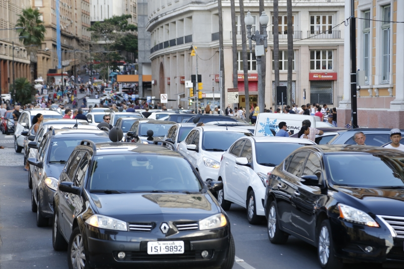 Protesto de motoristas Uber no centro de Porto Alegre.
