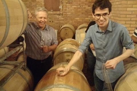 Daniel e Gregório Salton durante visita à vinícola