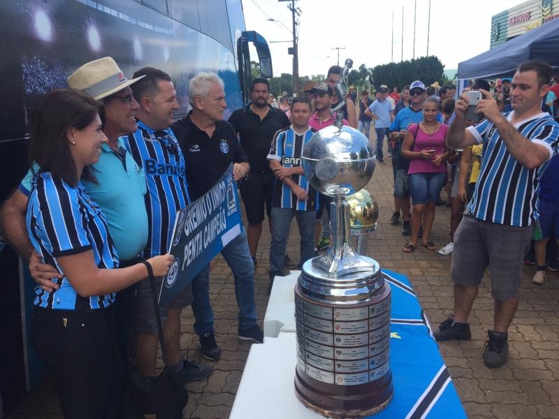 Mazaropi vai à Expodireto com réplicas de taças do Grêmio