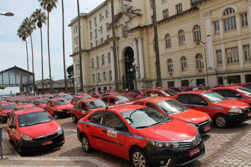 Manifestantes promoveram carreata no Centro de Porto Alegre