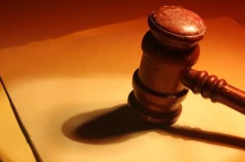 A LUZ SOBRE A JUSTIÇA - PERITOS CONTÁBEIS AJUDAM A RESOLVER PROCESSOS JUDICIAIS  FOTO: LUIZ AVILA - 13.01.2006