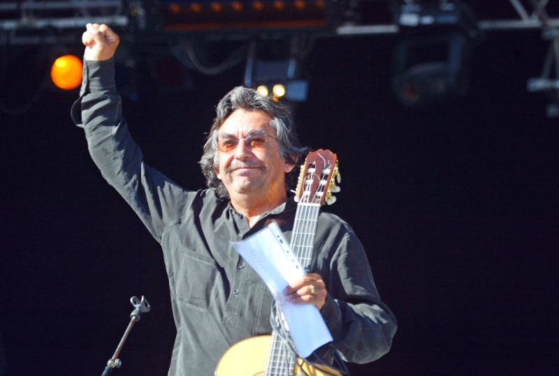 This file photo taken on September 14, 2003 shows Chilean singer and guitarist Angel Parra performing at the Parc of the Courneuve during the Fete de l'Humanite in La Courneuve, near Paris, Chilean singer and guitarist Angel Parra, a figure of the Chilean diaspora, died on March 11, 2017 in Paris at the age of 73 years of cancer, according to the ambassador of Chile in France.