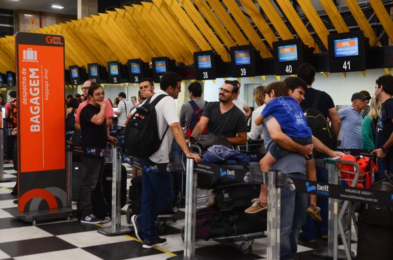 bagagem aeroporto malas aviação aeroporto de Congonhas foto Rovena Rosa Agência Brasil São Paulo - O Instituto de Pesos e Medidas do Estado de São Paulo (Ipem-SP) fiscaliza balanças de check in nos aeroportos de Congonhas (Rovena Rosa/Agência Brasil)