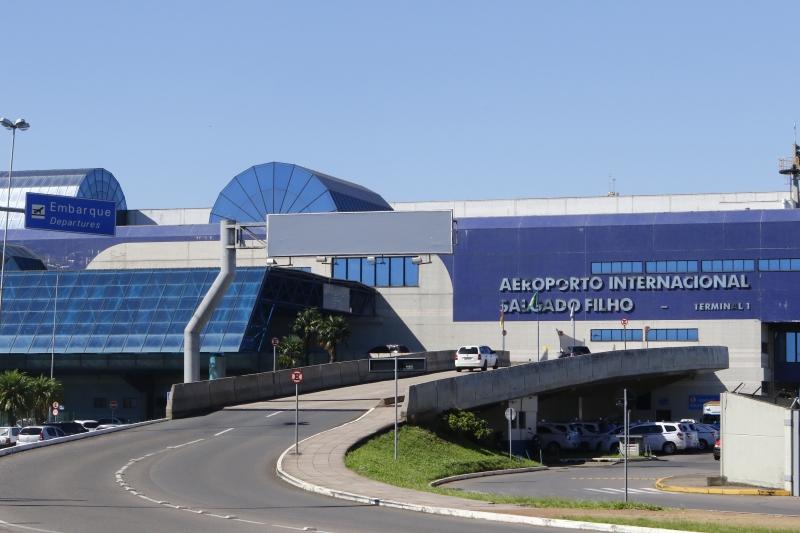 Acidente ocorreu do lado de fora do Terminal 1 do aeroporto
