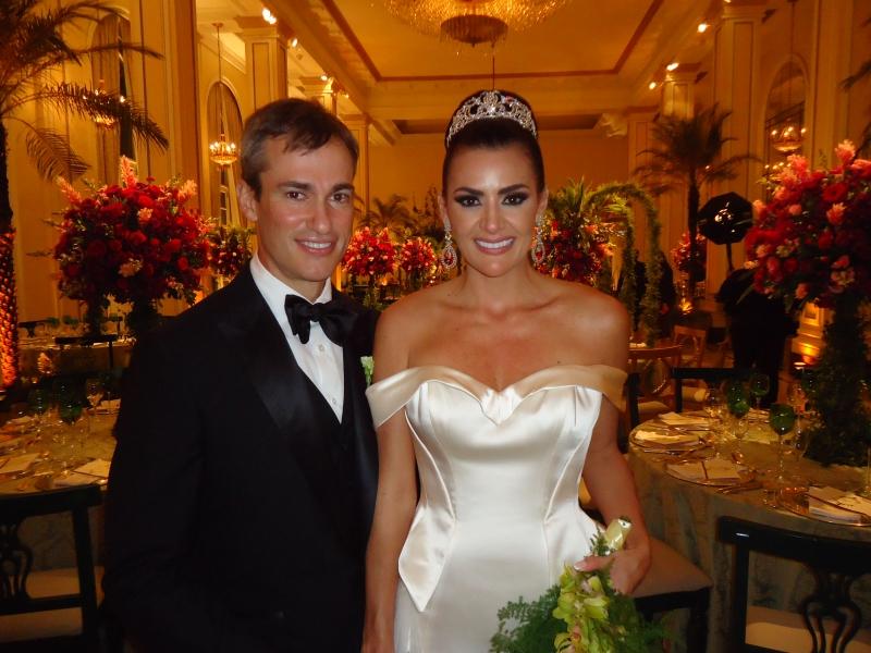 Os noivos John Abbott e Mariana Schaan Saldanha