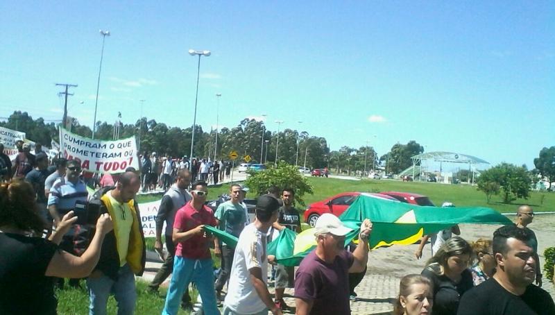 Sindicato realizou caminhada e vigília em frente ao estaleiro da Ecovix