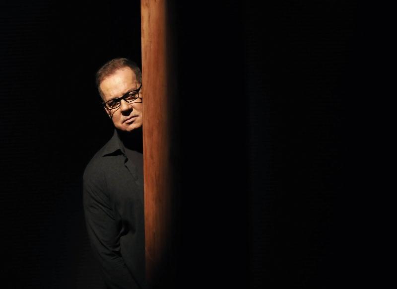 Luiz Fernando Guimarães vive oito personagens em O impecável