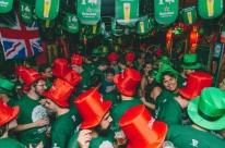 Dobra número de festas de rua inspiradas no Saint Patricks Day