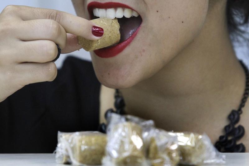 Anvisa proíbe venda de lote de paçoquinhas tipo rolha por alto teor de substâncias cancerigenas. paçoca