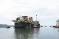 Petróleo fecha em forte queda com expectativa por reunião da Opep+