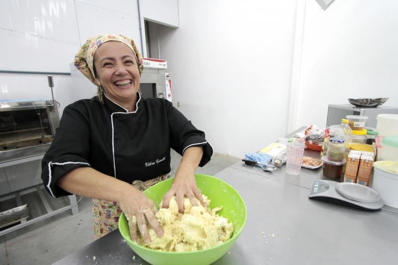 Valéria Carvalho dá aulas e já teve confeitaria