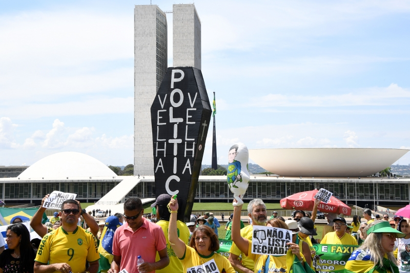 Protesters rally against corruption at the Esplanade of the Ministries in Brasilia, on March 26, 2017. 