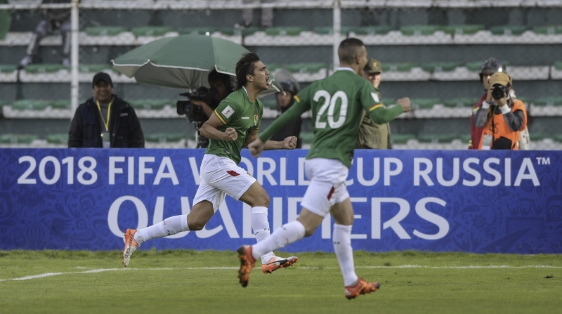 Marcelo Martins comemora um dos gols da Bolívia contra a Argentina