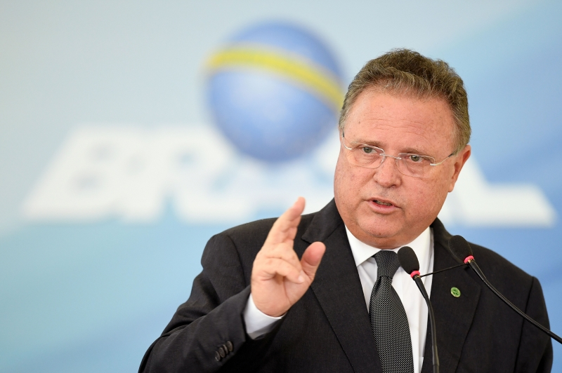 764227-01-02 Brazilian Agriculture Minister Blairo Maggi, delivers a speech during the signing ceremony of the new regulation of the Industrial and Sanitary Inspection of products of animal origin at Planalto Palace in Brasilia, on March 29, 2017.    To circumvent the crisis in the production of meat for export, Brazilian government changed the standards of sanitary inspection. / AFP PHOTO / EVARISTO SA       Caption