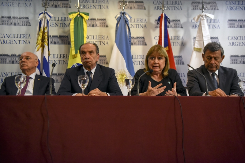 Mercosur foreign ministers Susana Malcorra (2nd-R) of Argentina, Aloysio Nunes (2-L) of Brazil, Eladio Loizaga (L) of Paraguay, and Rodolfo Nin Novoa (R) of Uruguay give a press conference on the crisis in Venezuela at the Foreign Ministry building in Buenos Aires, on April 1, 2017.  Members of South America's Mercosur bloc urged Venezuela on Saturday to guarantee the separation of powers and ensure timely elections, after its government was condemned over moves to seize power from the legislature. / AFP PHOTO / EITAN ABRAMOVICH       Caption