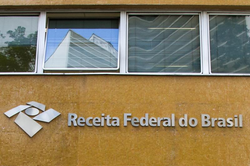 Governo prevê arrecadar R$ 13 bilhões com regularização de recursos