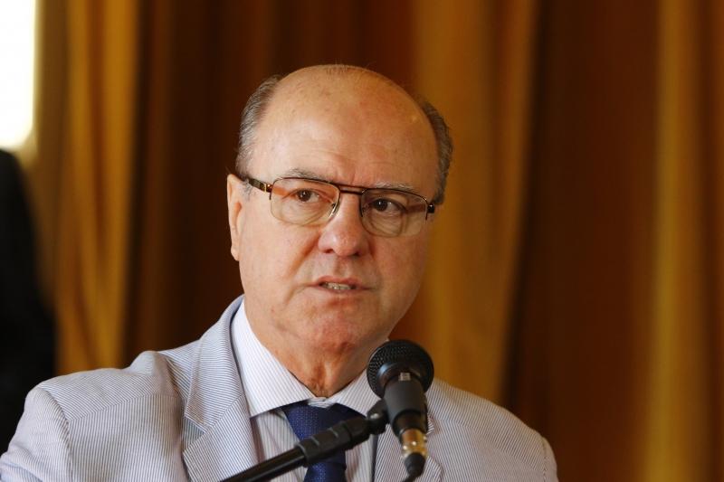 O governador José Ivo Sartori faz, às 10h desta segunda-feira (3), no Palácio Piratini, um breve comunicado sobre Segurança Pública. A seguir, o secretário Cezar Schirmer estará à disposição da imprensa em coletiva