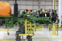 Empresário da indústria mostra pequeno aumento da confiança em agosto, diz CNI