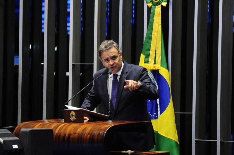 Plenário do Senado durante sessão deliberativa ordinária. Em discurso, senador Aécio Neves (PSDB-MG) critica a reportagem da revista Veja.