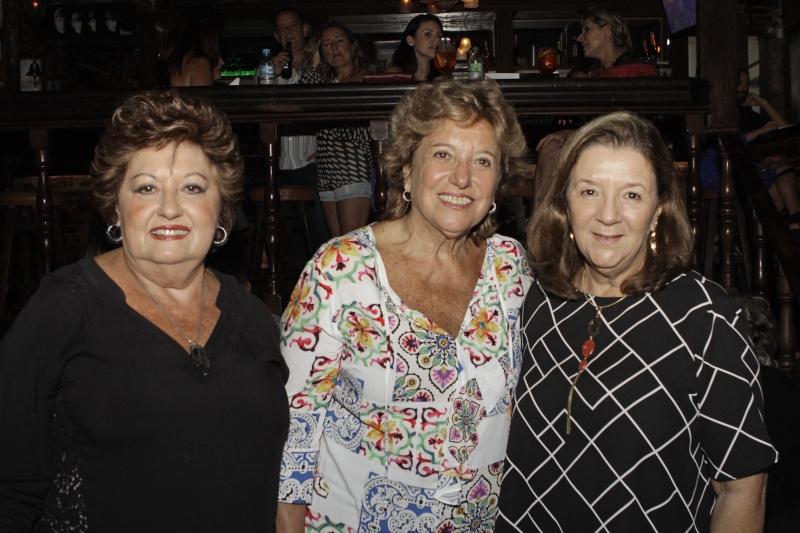 Marly Dischinger, Maria Tereza Pereira Lima e Lúcia Morisso na noite de boa música