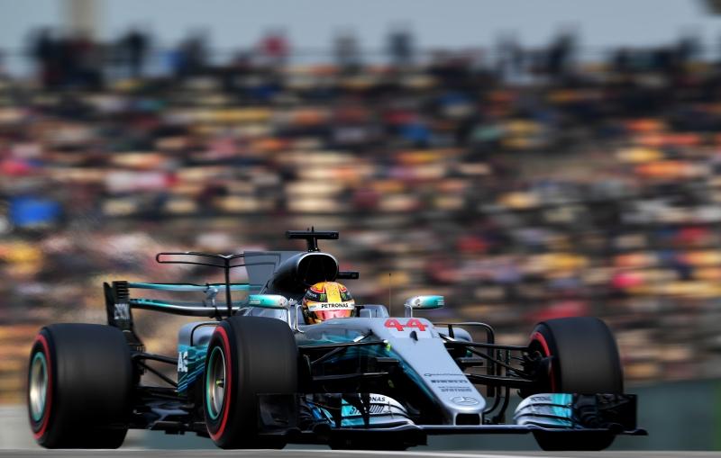 Resultado de imagem para Hamilton arranca no fim, desbanca Vettel e fatura a pole para o GP da China