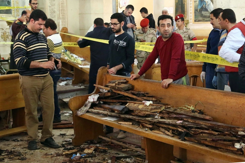 EDITORS NOTE: Graphic content / A general view shows forensics collecting evidence at the site of a bomb blast which struck worshippers gathering to celebrate Palm Sunday at the Mar Girgis Coptic Church in the Nile Delta City of Tanta, 120 kilometres (75 miles) north of Cairo, on April 9, 2017. / AFP PHOTO / STRINGER