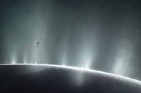 Hidrogênio encontrado em lua de Saturno poderia dar suporte a vida de micróbios