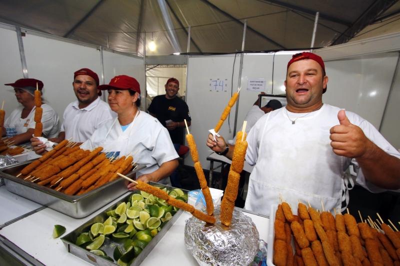 Feira do Peixe - registro de como estão vendas e movimento. Na foto: Luiz Antônio Pires