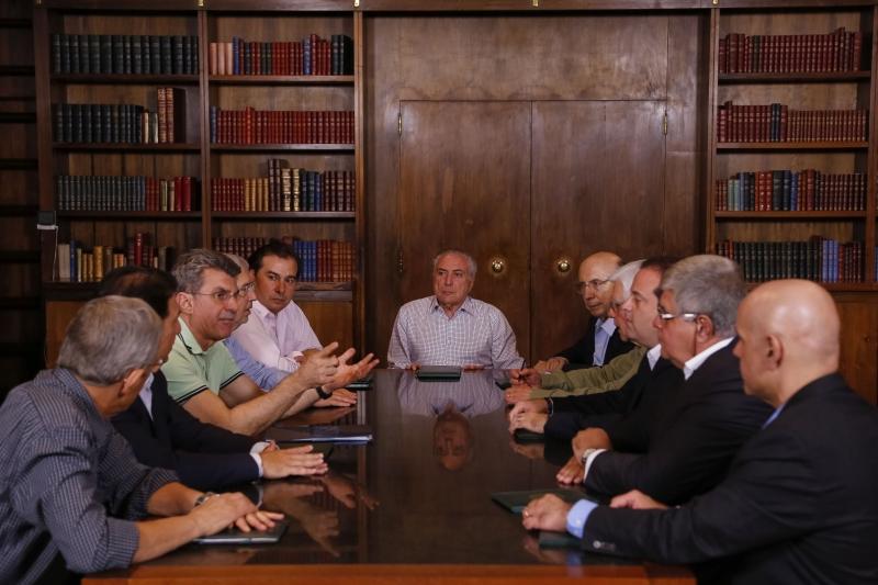 Presidente reuniu-se no Palácio da Alvorada com ministros e partidos da bancada do governo no Congresso